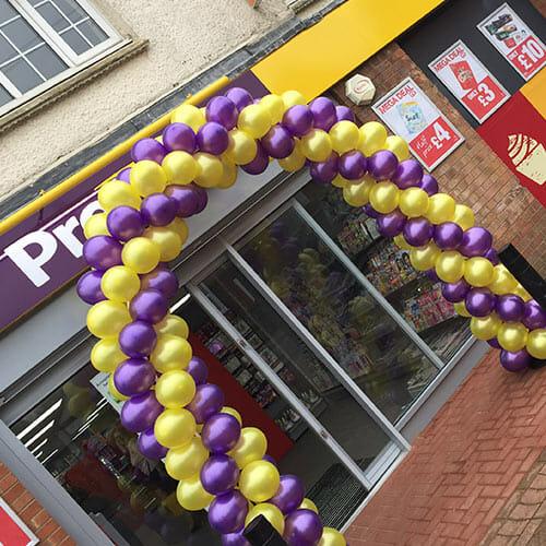 garland balloon arch